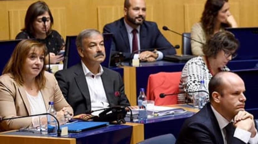 Deputada na Assembleia regional em isolamento social