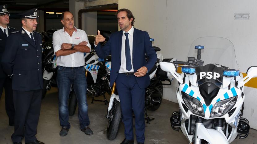 Governo Regional antecipa entrega de uma viatura e 10 motos à PSP