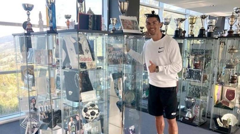 """Cristiano Ronaldo """"voltou a casa"""" em visita ao museu do Nacional"""