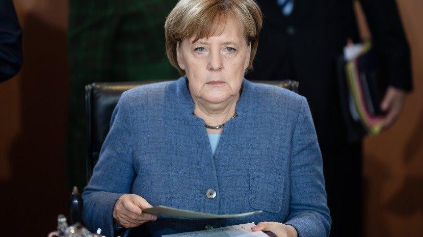 """Covid-19: Angela Merkel """" muito preocupada"""" com relaxamento das restrições"""