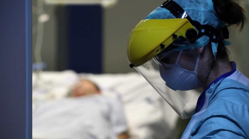 Abranda o número de mortes, mas acelera o de novos casos de Covid-19 na Bélgica
