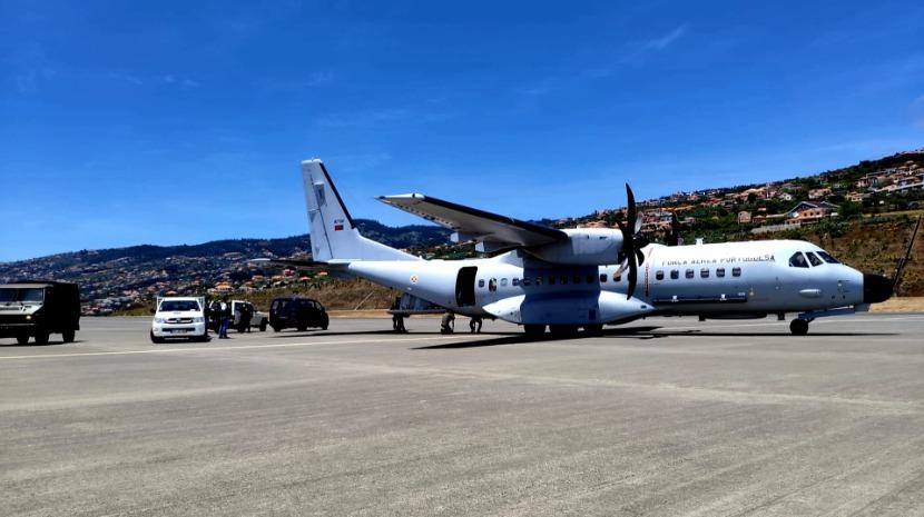Força Aérea Portuguesa trouxe 700 quilos de material para Câmara de Lobos