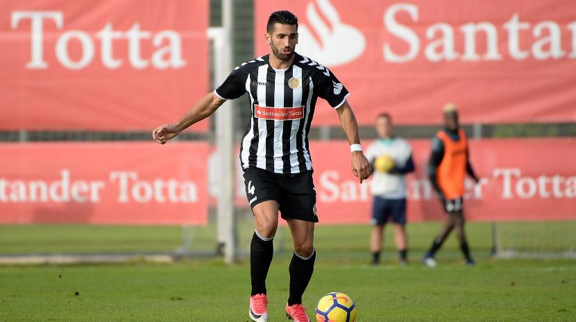Ex-Nacional Diogo Coelho assina pelo Vilafranquense