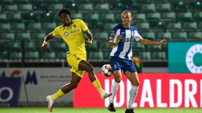 FC Porto vence e dispara na frente