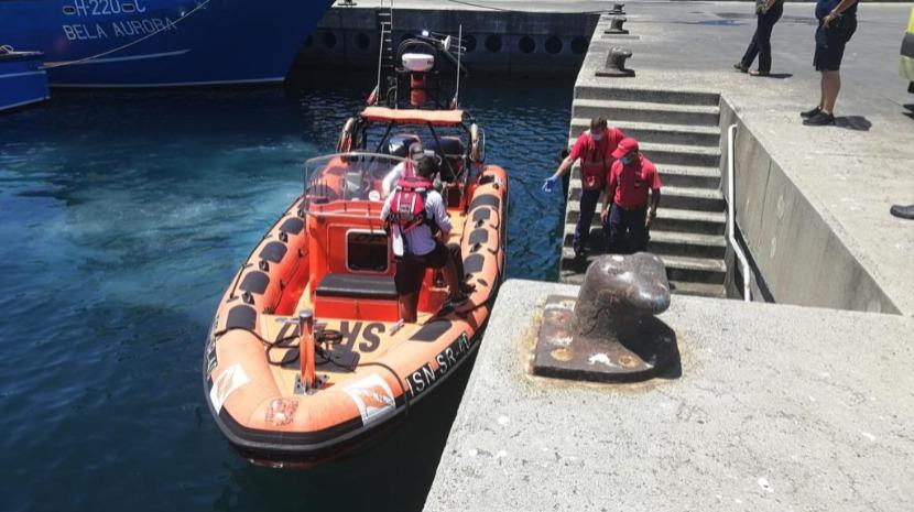 Marinha resgata pescador que se sentiu mal em alto mar