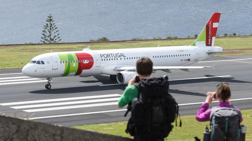 Covid-19: Bruxelas pede investigação aos direitos dos passageiros na TAP